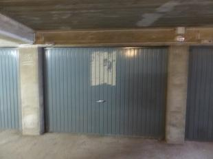 Goed gelegen garagebox in een gelijkvloers complex. Centrale ligging dichtbij zee en centrum in het gebouw Cinderella.