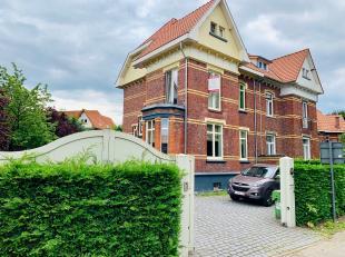 Uitzonderlijke gerenoveerde halfopen woning met karakter op een perceel van 5 are 43ca.Deze woning heeft een perfecte ligging op een boogscheut van TH