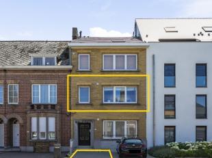 Vernieuwd appartement (2012-2013) met veel lichtinval op de 1ste verdieping van een kleine mede-eigendom (geen syndicus), gelegen nabij belangrijke in
