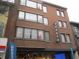 Zeer ruim appartement op eerste verdieping in het centrum van Turnhout (met lift)<br /> <br /> Indeling<br /> Zeer ruime living met klein terrasje, ha
