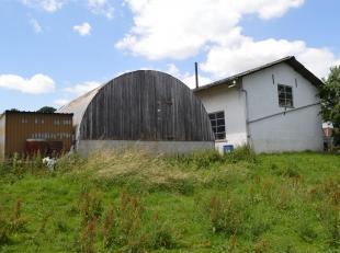 Groupe Arcade Dinant 082/ 22 93 37 propose:Un ensemble immobilier composé d'un hangar de +/- 170m² (actuellement affecté à u