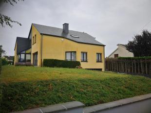 Nous avons le plaisir de vous présenter, cette magnifique villa de trois chambres, située dans le village de Waltzing. Waltzing, village