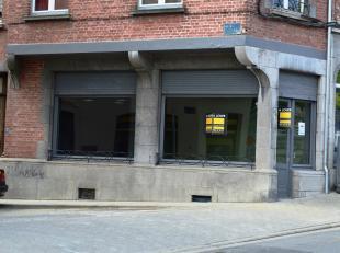 Groupe Arcade Dinant 082/ 22 93 37 vous propose: Une surface commerciale avec vitrines donnant sur le pont de Dinant avec vue sur la collégiale