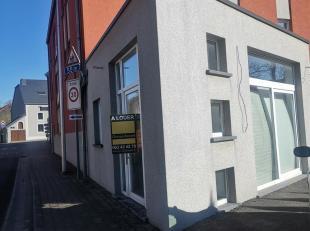 Nous avons le plaisir de vous présenter ce rez commercial de 20 m² situé à Sterpenich sur la rue principale. Possibilit&eacu
