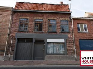 Deze rustig gelegen woning ligt in het hartje van Roesbrugge en beschikt over heel wat troeven!<br /> Hier zijn horeca, kleinhandel, apotheek, dokter,
