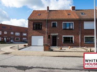 Deze ruime woning ligt in het centrum van Poperinge. Door de ruimte die de woning biedt, zijn er heel wat mogelijkheden! Horeca, warenhuizen, school,
