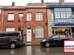 Deze compacte stadswoning is gelegen in centrum Poperinge, vlak bij kleinhandel zoals een bakker, slager en supermarkt. Ook is een bushalte aanwezig o