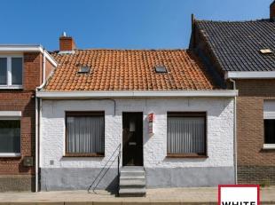 Deze op te knappen woning is gelegen in het landelijke Sint Jan-ter-Biezen op amper 5 km van centrum Poperinge  en Watou.<br /> De woning bestaat uit