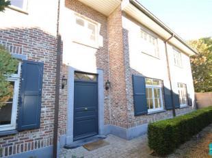 Prachtige woning met 5 slaapkamers en gezellige tuin te huur in Wemmel. De woning bestaat op de gelijkvloerse verdieping uit een inkomhal met gastento