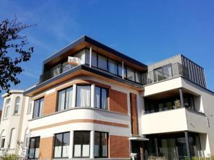 Deze penthouse heeft een perfecte ligging op 5 minuten van het bruisende centrum van Wemmel met winkels, restaurants, scholen, openbaar vervoer alsook