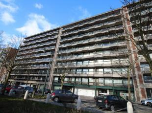Een ruim lichtrijk appartement gelegen op de 8ste verdieping van een gebouw, Residentie Boticelli,met centrale liggingin Brussel.Het appartement besta