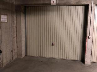 INTERESSE IN ONZE NIEUWSTE PANDEN & PROJECTEN ? Deze vindt u exclusief opwww.cbi-immo.beofwww.immoscoop.be!!<br /> Dezedubbele garagebox in de len