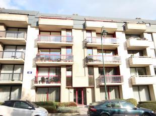 Dit appartement is gelegen in een goed onderhouden gebouw uit 1996 vlakbij lokale winkels, supermarkten, scholen, goede invalswegen en openbaar vervoe