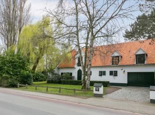 Deze karaktervolle villa in 'Zoute-stijl' is gelegen op een perceel van 18a22ca met een prachtige zuid-west georiënteerde tuin. De woning zelf he