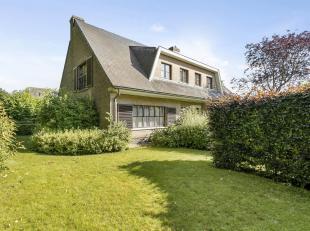 Karaktervolle villa gelegen in het centrum van Meise op 8a45ca en met een bewoonbare oppervlakte van 320m2. Deze ruime woning is zuidwest georiën