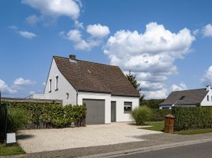 Zeer goed onderhouden recent gerenoveerde villa in een residentiële en landelijke buurt te Wolvertem. Gelijkvloers bestaat uit inkomhall, garage,