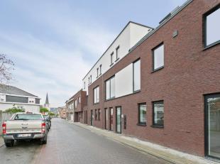 Appartement duplex magnifiquement situé avec une superficie habitable de 80m2 comprenant un salon avec cuisine équipée ouverte et