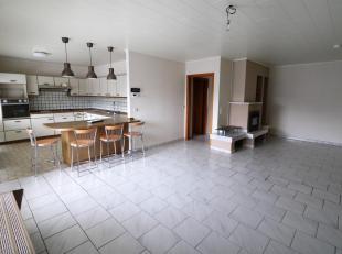 Zeer ruim instapklaar appartement met zuidgericht terras van 30 m²<br /> Indeling : inkom, WC, living 35 m² met cassettehaard, ingerichte ke