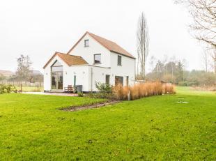 ERPS-KWERPS - Zeer rustig gelegen, volledig vernieuwde woning met zicht op de velden en bossen. De woning omvat op het gelijkvloers: een inkomhal met