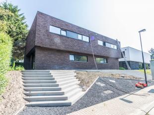 TERVUREN - Exclusieve 3-gevel nieuwbouw vlakbij het park van Tervuren (250m² bewoonbare oppervlakte) bestaande uit, op de kelderverdieping, garag