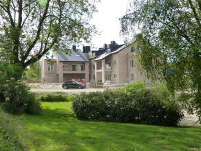 Nabij het Royal Amicale Anderlecht Golf Club en van de metro ERASMUS, in het midden van een GROENE WIJK, dit kleine residentie biedt nieuwbouwappartem
