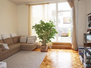 située à 800m de la place Schuman: Appartement duplex de 100m² habitables avec 2 chambres, salle de bains, living, cuisine, grande