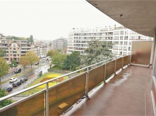 E. Machtenssquare: Appartement van 105m² op het 5e verdiep, 2 slaapkamers, badkamer, keuken, living, WC, Vestiaire, ruime terras van 16m² me