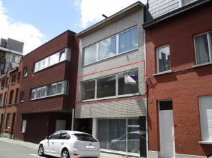 Appartement 1ste verdieping met twee slaapkamers, balkon en kelder, gelegen aan de stadsrand van Mechelen.INDELINGInkomhal met apart toilet, afgeslote