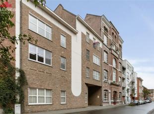 Ruim instapklaar appartement met 2 slaapkamers en prachtig dakterras, vlakbij het centrum van Mechelen.<br /> Dit prachtig duplex appartement omvat ee