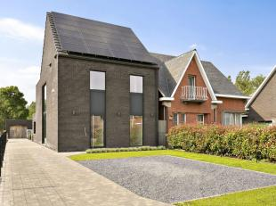 Prachtige halfopen nieuwbouwwoning met maar liefst 255m² bewoonbare oppervlakte op een perceel van 6a90 te Nijlen. De woning werd opgetrokken in