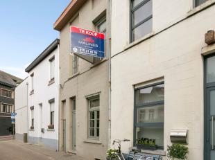 Gezellige instapklare rijwoning met 3 slaapkamers op toplocatie in Mechelen. Deze woning werd gerenoveerd in 2013. Momenteel zijn er 2 slaapkamers doc