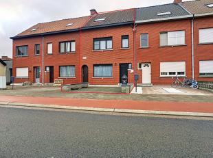 Deze ruime en praktische gezinswoning in Breendonk is gelegen op een uitstekende locatie en is instapklaar! Indeling: inkomhal, gezellige leefruimte m