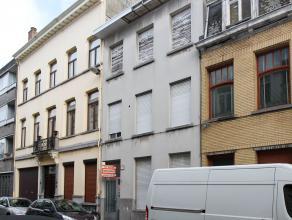 opbrengsteigendom Gunstig gelegen huis onderverdeeld in 3 appartementen met aparte meters en mogelijk goede huuropbrengst. Gelijkvloersappartement van