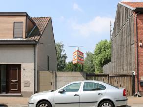 Goed gelegen bouwgrond met een oppervlakte van 453m². Geschikt voor het bouwen van een gesloten bebouwing. Grondbreedte is 6 meter(vooraan), 10 m