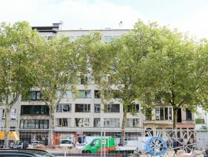 Gunstig gelegen 'licht' appartement met 1 slaapkamer aan vernieuwde Italiëlei bij 't Eilandje en nieuw park 'Spoor Noord'. Op kleine afstand van