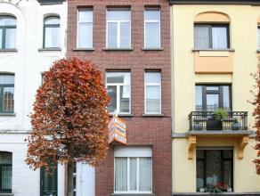 Ruime karaktervolle gezinswoning met 4 slaapkamers en grote tuin. De woning is reeds gedeeltelijk gerenoveerd. Aangename ligging nabij Bredabaan op gr
