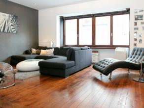 in bespreking Prachtig volledig gerenoveerd appartement ideaal voor alleenstaande of koppel: ruime living/eetruimte met originele plankenvloer, nieuwe