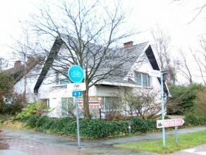 in bespreking Ruime open bebouwing op een perceel van 1000 m² gelegen tussen het centrum van Ekeren en Mariaburg. Deze te moderniseren gezinswoni