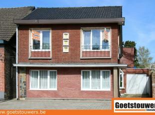 Gerenoveerde woning (2006) ideaal voor iemand met vrij beroep, met garage en zeer grote tuin (1160m²), met terras.  Deze ruime woning heeft mogel
