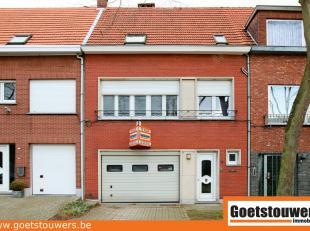 Zeer gunstig en rustig gelegen gesloten bebouwing met 3 slaapkamers, garage en grote tuin. Alle modern comfort aanwezig.