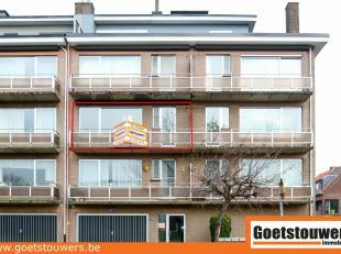 Ruim en goed verzorgd appartement (98m²) met een prachtig uitzicht over tennis- en voetbalvelden. Heeft als indeling een inkomhal, apart toilet,