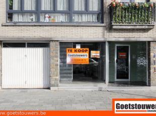 Op de confortalei nr 184 ligt een leuke handelsruimte van +- 55 m² met een grote kelder van bijna 35 m². Gelegen op een baan met veel passag