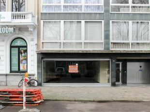 commercieel Zeer gunstig gelegen winkelruimte 288 m² + kelder 25 m², ook geschikt als bureelruimte/praktijk. Geen horeca of voedingswinkel t