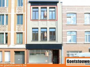 Zeer mooi, volledig gerenoveerd (2017) appartement op de 1ste verdieping te Deurne Noord met als indeling een living met open keuken, een apart toilet