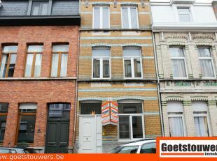 Verzorgd en gunstig gelegen opbrengsteigendom te Deurne bestaande uit 3 appartementen met als indeling een living, eetplaats, keuken, badkamer en 1 sl