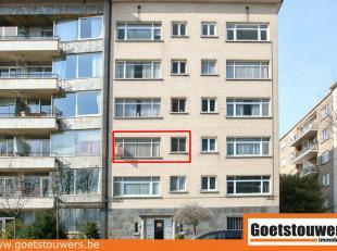 Renovatie-appartement met 2 slaapkamers, inpandige garage en autostaanplaats achter het hoofdgebouw. Het eigendom is gelegen aan de stadsrand aan een