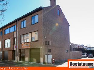Ruime gezinswoning met 3 mogelijk 4 slaapkamers, inpandige garage, volledig onderkelderd alsook tuin met achteruitgang. Het eigendom is voorzien van a