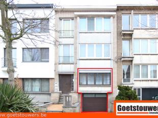 Uitstekend gelegen duplexappartement (200m²) met 3 slaapkamers, 2 badkamers, luxe keuken, grote garage en tuin op 292m². Eventueel ook kango
