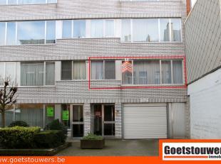 Zéér verzorgd en instapklaar appartement met 2 ruime slaapkamers. Aangenaam en goed onderhouden gebouw in centrum. Lift aanwezig. Opperv