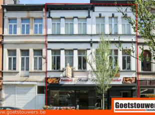 Gunstig gelegen eigendom bestaande uit handelsgelijkvloers (thans bakkerij), werkplaats/atelier en 3 woongelegenheden waarvan 2 met 2 slaapkamers, bov